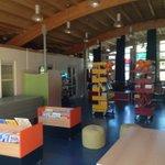 Super blij met onze schoolbibliotheek die vanochtend geopend is. #wijgaanvoorLEZEN @BiebEemland https://t.co/OfaUAn94rL