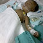 Bayi ni hidap jantung berlubang, perlukan RM50K utk kos rawatan. Boleh hubungi bapanya Ros Azizul 0174967553. - BH https://t.co/5qtF2WxvZF