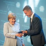PM @TaaviRoivas handed over e-Residency card to Chancellor Merkel. She became Estonia's 11 867th e-resident https://t.co/F02IGIbz3S