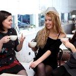 ¿Son unas amigas tomando un café o 3 alumnas en una de nuestras clases? #AprenderHaciendo #Vigo #MétodoSynergy https://t.co/iOoQbOYXEc