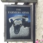 Is it just me, or is this the most sinister pub sign in Wales? https://t.co/uM8ZdTMJwM