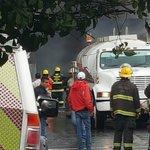 Un bombero de @PCYBOMGDL resultó con quemaduras en incendio de bodega de Santa Cecilia en #Guadalajara @1070noticias https://t.co/do7BEAGtAm