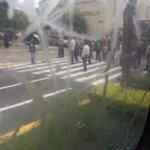 RT @TemoPrado : Manifestación a fuera de palio de gobierno en Zapopan. Cerrada parte de Av. Hidalgo https://t.co/ni3Zc7XzVN
