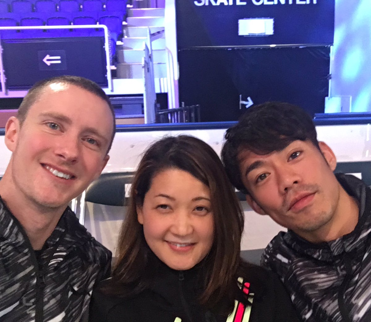 Good lighting, good friends, good #FriendsOnIce! https://t.co/lIwmt1Y0ZB