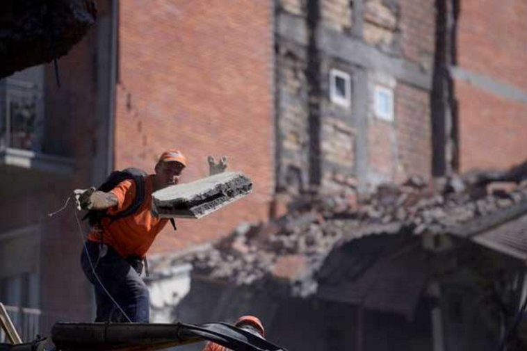 Italy quake toll climbs to at least 247