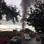 Se registra incendio en bodega de productos de limpieza y plásticos en Luis Alcaraz col. Santa Cecilia @PCYBOMGDL https://t.co/XgirO679Ni