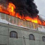#SeñalUrgente se registra un incendio en fábrica de plásticos en la col. Artesanos, ya acuden bomberos a la zona. https://t.co/NB1IG2qzXA