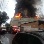 Bomberos ya atienden el incendio en Pepe Guízar esquina con Luis Alcaraz en la colonia San Miguel de Huentitán https://t.co/SS9L4qpnHn