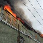 Se incendia bodega de plásticos colonia Santa Cecilia #Guadalajara atiende @PCYBOMGDL @1070noticias @Ramiro_Escoto https://t.co/fQx9KuRM1m