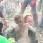 #VIDEO Italia: El dramático rescate de una niña atrapada entre los escombros por 16 horas ► https://t.co/UtSVi7t7AX https://t.co/eTK9LxEZOo