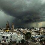 ¡WOW! Les compartimos una imagen de la tormenta de ayer en Guadalajara tomada por el fotógrafo José María Martínez. https://t.co/pt9Q2vXUut
