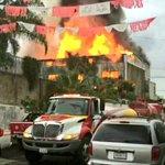 #AlMomento @UMPCyBZ trabaja en apoyo con @PCYBOMGDL para sofocar incendio en bodega en colonia Santa Cecilia. https://t.co/XFkL8OpZoo