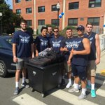 🐦s 🏈 Lending a hand today at new student move in https://t.co/2nG8K7g684