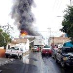 .@info_redes Confinado incendio en bodega de plásticos y químicos en Santa Cecilia, aunque en riesgo de colapsar https://t.co/9YHjvezEy5