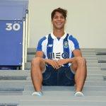 """Óliver Torres: """"Sinto-me um jogador à FC Porto e que vai dar tudo pelo FC Porto.""""  #FCPorto https://t.co/S7sBBNXmi4"""