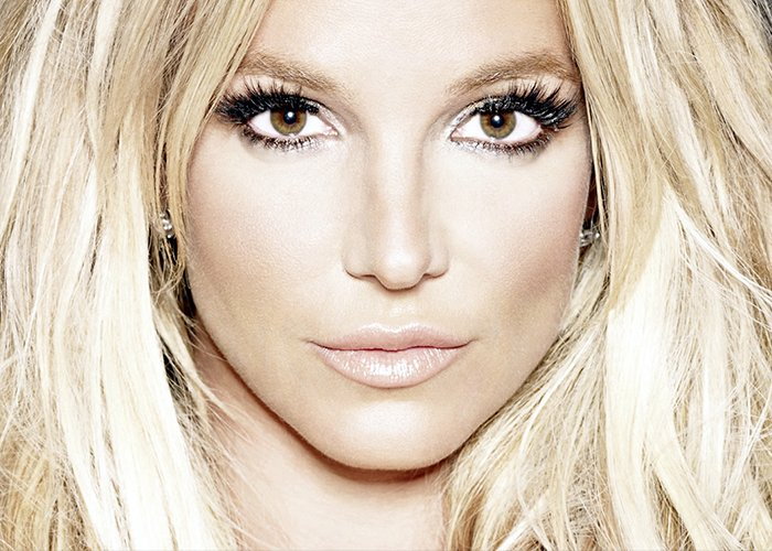 "Crítica: em ""Glory"", Britney Spears retoma o poder divino de Princesa do Pop https://t.co/ZzCFqNVXvW https://t.co/kZkYpmmr8H"