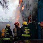 Confinado incendio en bodega de plásticos y químicos en Santa Cecilia, aunque en riesgo de colapsar https://t.co/ch5wW6abBI