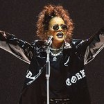 ".@MTV #VMAs producer says @Rihanna will deliver a ""holy crap VMA moment"" this year: https://t.co/d2VB5VOptA 😱 https://t.co/u2nzxX09xZ"