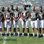 #WINLEVEL1 Spartans from Detroit. #BACK2BACK #MSUFBPICTUREDAY https://t.co/dVttuYECIX