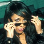 Love like Liyah, while theyre still here. ~/.\~ 💔 #Aaliyah https://t.co/Mm59idZnjX