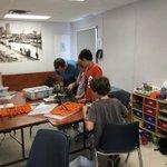 Final preparations for #robot battles!  #onthehill #RoboticsCamp #SummerDiscovery @CityPtbo https://t.co/pC0wvvz3HW