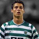 Cristiano Ronaldo vence o prémio de melhor jogador da Europa 15/16! Parabéns leão! #CR28 https://t.co/HWqxIwAdLd
