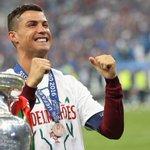 Cristiano Ronaldo eleito o melhor jogador a atuar na Europa 2015/16! #UEFABestPlayer https://t.co/LeCL3zJ3MN