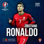 Cristiano Ronaldo fue elegido el mejor jugador de la UEFA de la última temporada. https://t.co/H6htThqK14