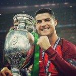 """Cristiano Ronaldo: """"¿La mejor temporada de mi vida? Probablemente. En cuanto a los títulos puedo decir que sí"""". https://t.co/6tfWegSo34"""