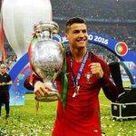 Cristiano Ronaldo ha sido escogido como el MEJOR JUGADOR de Europa de la temporada 15/16. InCR7íble. https://t.co/ihVM1BnvgL