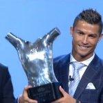 OFFICIEL ! Cristiano Ronaldo est élu meilleur joueur UEFA de la saison 2015/2016 ! https://t.co/4LtbyaWEcE