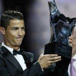 Cristiano Ronaldo, gana el trofeo del mejor jugador de Europa. https://t.co/XYMiMfyTKR