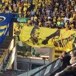Brøndbys fans præsenterer banner med halshugget Marcus Berg samt en dinglende dukke iført Berg-trøje. https://t.co/rCGawJW0ox