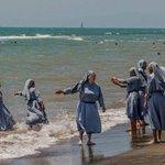 Får håpe disse nonnene ikke prøver seg å gå på stranden i Cannes. Det vil bli dyrt og kreve mange væpnede politimenn https://t.co/ENLhbFLbbl