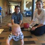 Leget far, mor og børn med @LotteRod - work-lige balance findes ved mere barsel eller døgnvuggestuer? #dkpol https://t.co/Lj6zWsF6Me