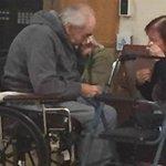 El emotivo adiós de pareja de ancianos que son obligados a separarse tras 62 años https://t.co/S1XnIBfXTJ https://t.co/y5iClK7drp