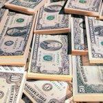 Instituciones bancarias de la CDMX vendieron el dólar hasta en 18.70 pesos. >> https://t.co/OIzrkqo7f4 https://t.co/PI81aLsqQX