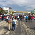 CNTE bloquea camino al aeropuerto de Oaxaca https://t.co/7yaSgqDpwW https://t.co/B7SBYZ1Hlt