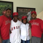 Today the #Angels signed 16 yr old, switch-hitting Dominican SS Daniel Ozoria. Congrats to Daniel and family. https://t.co/ztVZLbiBn0