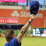 Cap tips all around 👋 https://t.co/1SDorRDDc4 (Via MLB Fans) https://t.co/9YkHS10Sag