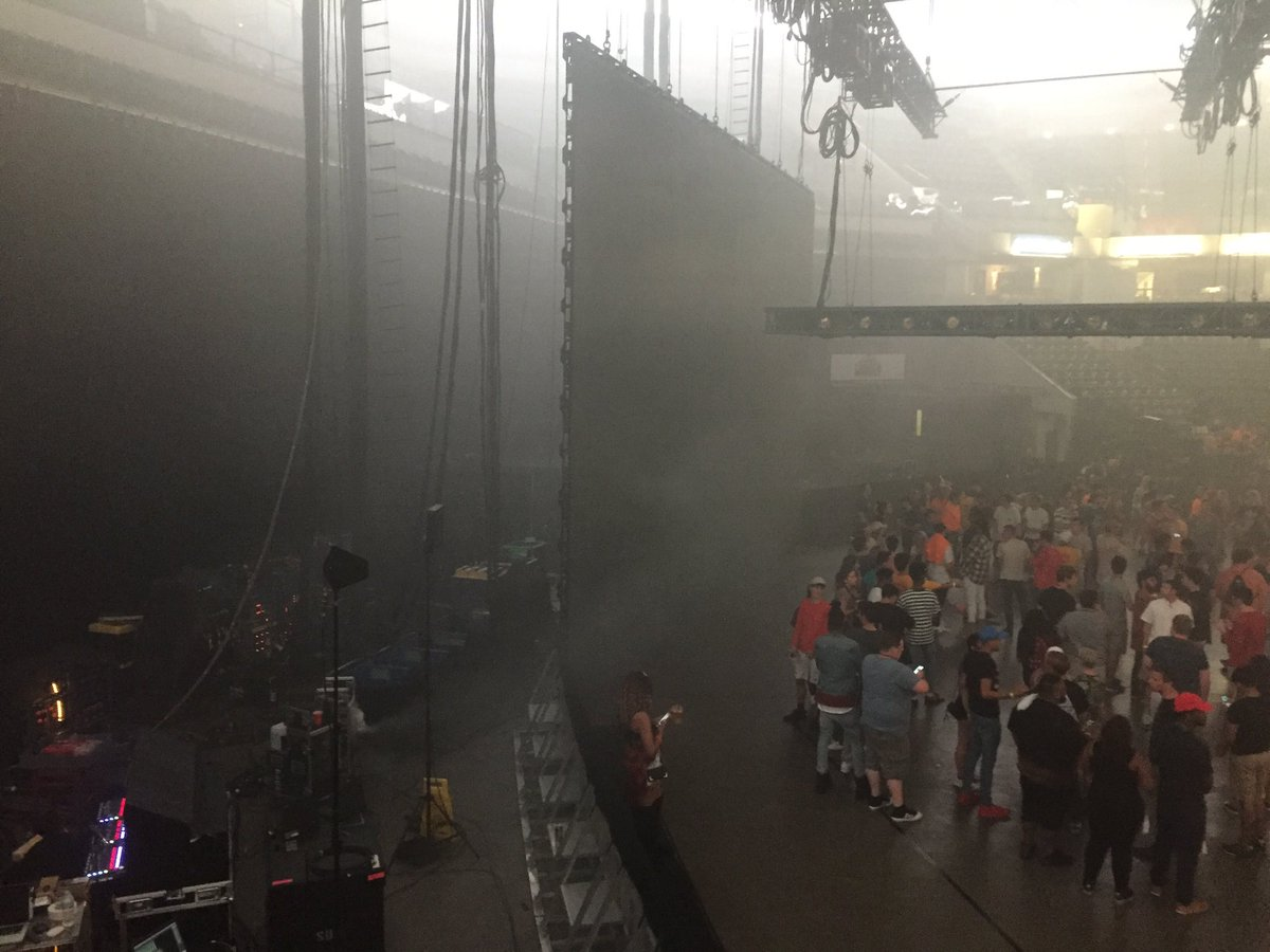 "Inside for #KanyeWest #SaintPabloTour tour. Not so sure where the ""stage"" is ... https://t.co/aO8Gi4hN11"