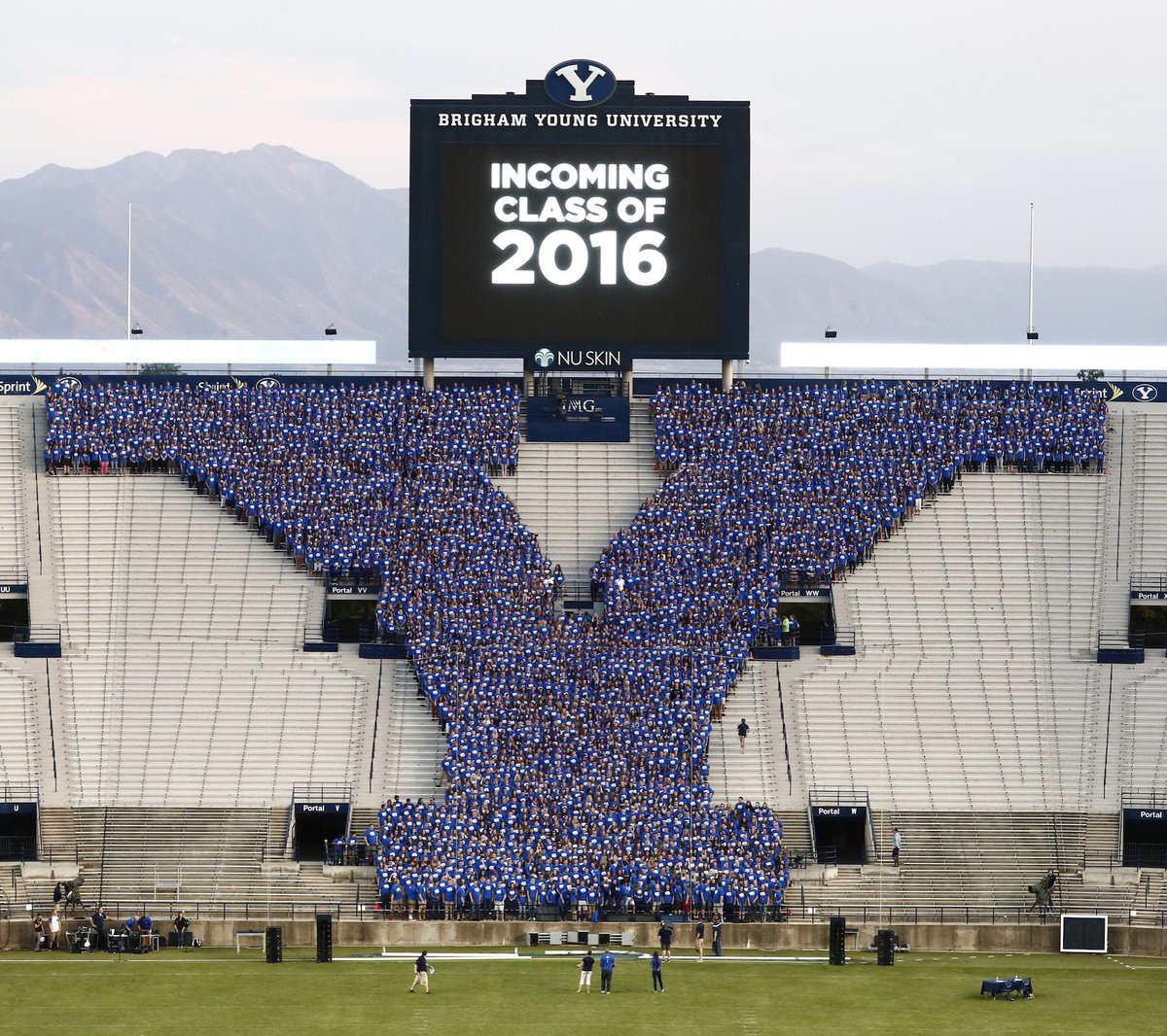 BYU incoming class of 2016, you are the Y! #BYU #BYUBound #BYUNSO https://t.co/oL2u0ErLr8