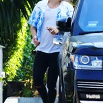 #NEW | Harry leaving cafe habana in Malibu today! • 8/25 https://t.co/IMXu65gqtH