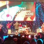 Ensamble de música latinoamericana en vivo desde el XXXVI Festival de la Patagonia #puq #magallanes https://t.co/0MEJRYWsLm