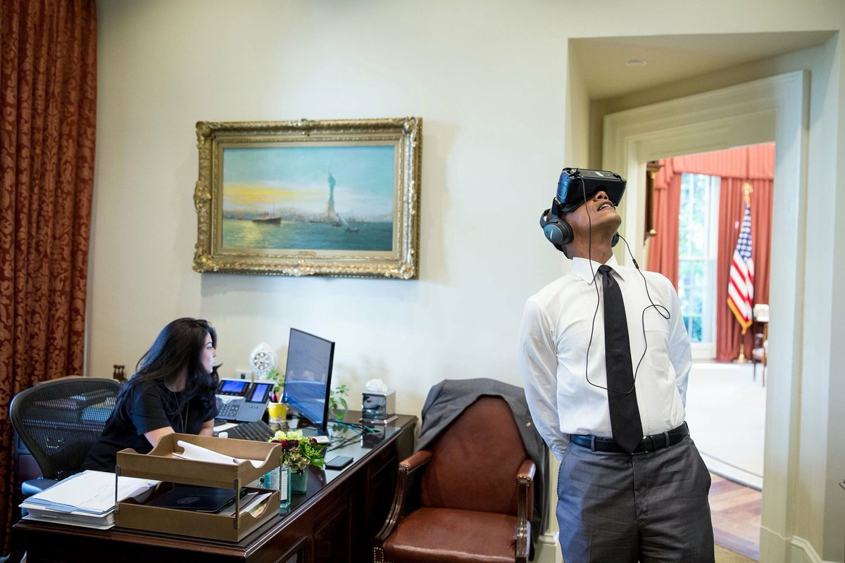 President obama trying out oculus. receptionist isnt even fazed. not the craziest thing she's seen https://t.co/NJADCwdOO1