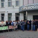 Водоканал, ХТС и Горэлектротранссервис заблокировали админздание облэнерго в #Харьков.  Сюр. Заблокировали должники. https://t.co/PO0nr9ixqi