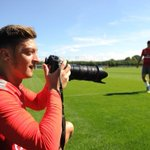 I assisted the @Arsenal photographer in his work after todays training, so... am I hired now, @Stuart_PhotoAFC? 😂📸 https://t.co/rgjYbbL007
