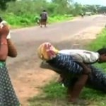 This grieving man in India carried his wifes body for 6.2 miles by foot https://t.co/Bw12FGbvnV https://t.co/9rHkeqHbz2