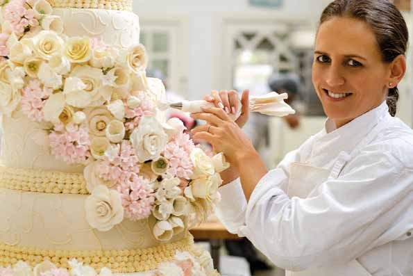 These wedding cakes by Brazilian cake expert, Isabella Suplicy are beyond gorgeous! https://t.co/RYMotiEWdE https://t.co/RdyTxgSXao