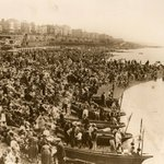 From the Museum archives...Brighton beach during the August #BankHoliday in 1926. #bankholidayweekend https://t.co/XwYWj3BqD9
